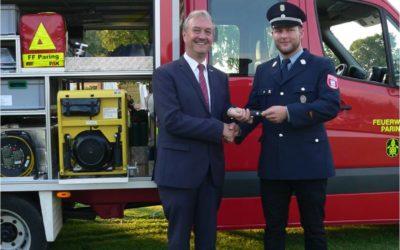 Das neue Tragkraftspritzenfahrzeug der Freiwilligen Feuerwehr Paring wurde mit der Segnung offiziell in Dienst gestellt