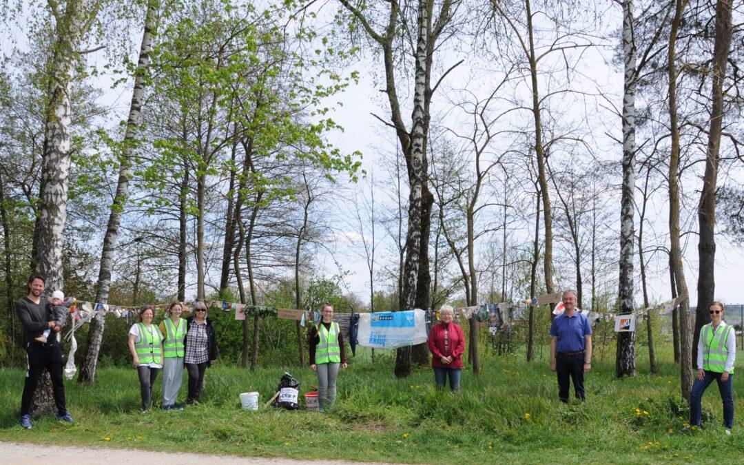 """Cleanup Langquaid sensibilisiert mit """"Girlande der Schande"""" für Müllblindheit"""