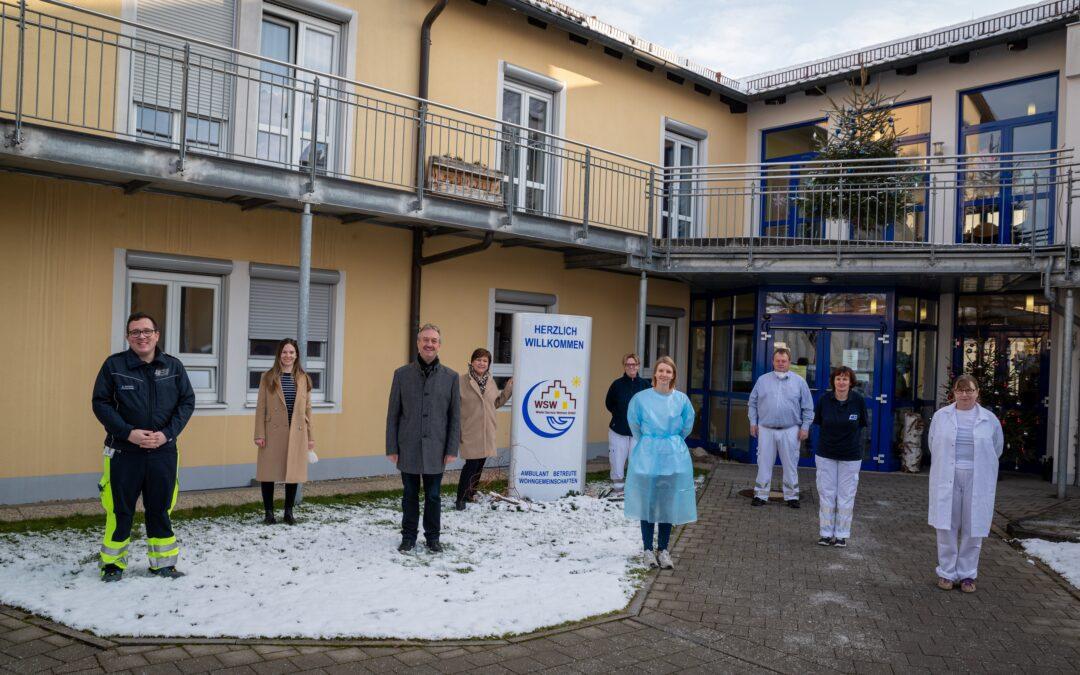 Bewohner und Pflegekräfte des Seniorenservicehauses haben die erste Corona-Schutzimpfung erhalten