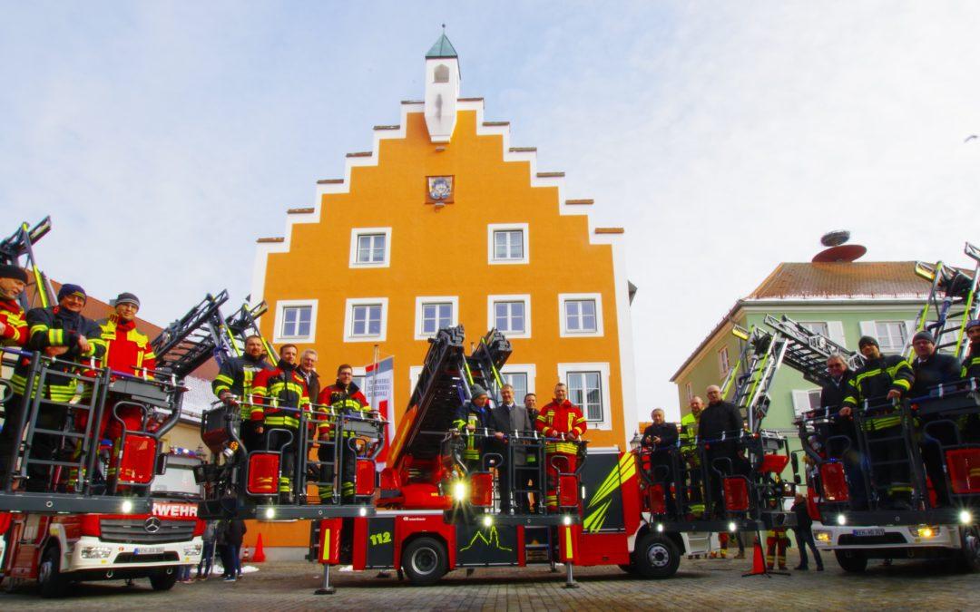 Fünf neue Drehleiterfahrzeuge wurden an die Feuerwehren übergeben