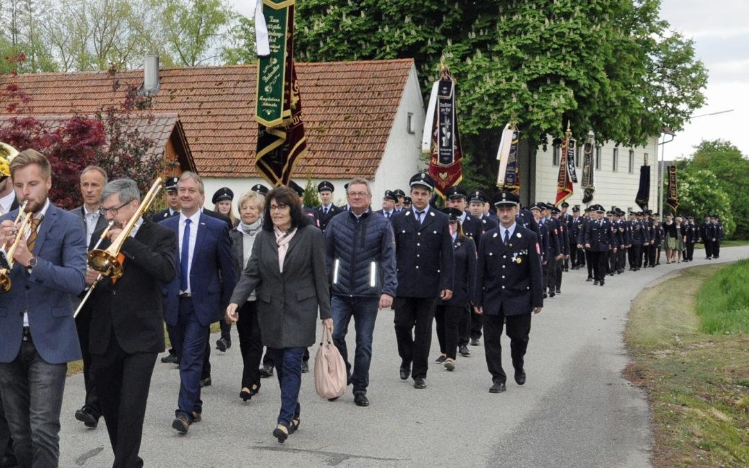 Feuerwehren des Marktes Langquaid feierten das Floriansfest