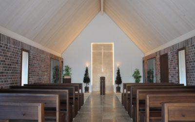 Die Aussegnungshalle im Waldfriedhof wurde zum würdevollen Abschiedsraum umgestaltet
